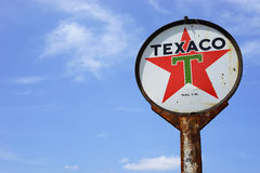 Weinlese Texaco ölen Zeichen Stockbilder