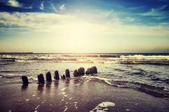 Weinlese tonte Bild des Strandes bei Sonnenuntergang Lizenzfreies Stockfoto