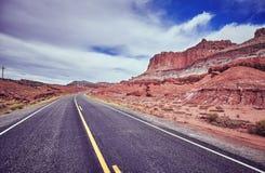 Weinlese tonte Bild einer Wüstenstraße Stockbilder