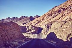 Weinlese tonte Bild einer Wüstenstraße, USA Lizenzfreies Stockbild