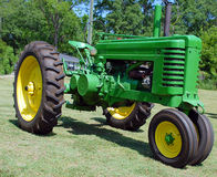 Weinlese-Traktor Stockfotos