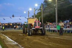 Weinlese-Traktor-Zug Lizenzfreies Stockfoto