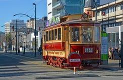 Weinlese-Tram auf Worcester-Boulevard Christchurch im Winter Stockfoto