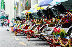 Weinlese Trishaw-Halt neben Straße für Service-Reisenden Stockbilder