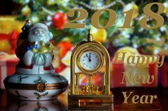Weinlese-Uhr und Santa Claus Lizenzfreie Stockfotografie