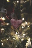 Weinlese verzierte Weihnachtsbaum-Feenhintergrund Lizenzfreie Stockbilder