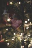 Weinlese verzierte Weihnachtsbaum-Feenhintergrund Stockfoto