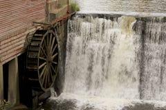 Weinlese-Wasser-Rad Stockfotografie