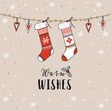 Weinlese-Weihnachten, Grußkarte des neuen Jahres, Einladung Traditionelle Dekoration, hängende gestrickte Socken, Strümpfe, Herze Stockfoto
