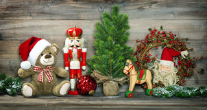 Weinlese-Weihnachtsdekoration Teddy Bear Rocking Horse Nutcracker stockbilder