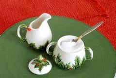 Weinlese-Weihnachtsfeiertags-Rahmtopf und Sugar Bowl Stockfoto