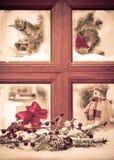 Weinlese-Weihnachtsfenster Stockfoto