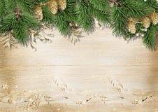 Weinlese-Weihnachtshölzerner Hintergrund mit Dekorationen Stockfotografie