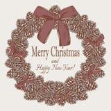 Weinlese-Weihnachtskarte mit Hand gezeichnetem Kranz von Tannenzapfen Lizenzfreies Stockbild