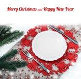 Weinlese-Weihnachtsplatte auf Feiertagshintergrund mit Weihnachtsbaum Segeltuchhintergrund mit roten Funkelnschneeflocken Abbildu Lizenzfreie Stockfotos