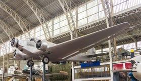 Weinlese-Werbungs-Flugzeug lizenzfreie stockfotos