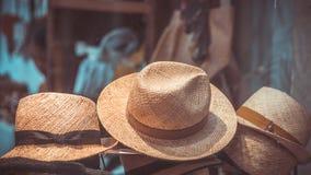 Weinlese-zufällige Brown-Webart-Hüte lizenzfreies stockbild