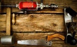 Weinlesearbeitsgeräte (Bohrgerät, Säge, Machthaber und Stockbild