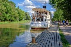 Weinleseausflugboot auf Gota-Kanal Stockbilder
