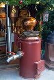 Weinleseausrüstung für Bierherstellung auf Weihnachtsmarkt Lizenzfreie Stockfotos