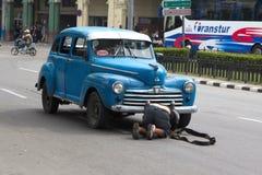 Weinleseauto auf der Straße von Havana Lizenzfreie Stockfotografie