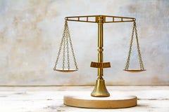 Weinlesebalancenskalen von Gerechtigkeit gemacht vom Messing Lizenzfreie Stockbilder