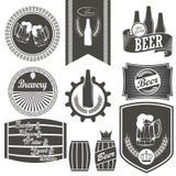 Weinlesebier-Brauereiembleme stockbilder