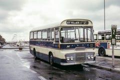 Weinlesebild des Busses in Jersey Stockfotos