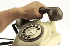 Weinlesebildart des neuen intelligenten Telefons mit altem Telefon auf weißem Hintergrund Neue Kommunikationstechnologie lizenzfreie stockfotografie