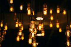 Weinlesebirnenbeleuchtungsdekorcafé-Dachbodenart lizenzfreie stockfotografie