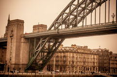 Weinleseblick bei Tyne Bridge in Newcastle nach Tyne Stockfotos