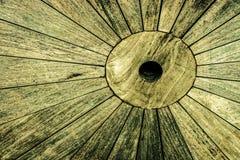 Weinleseblick ein Detail des rustikalen Holztischs Lizenzfreie Stockfotos