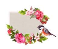 Weinleseblumenhochzeitskarte Blumen, Rosen, Beeren, Vogel Aquarellrahmen für Abwehrdatumstext Stockbilder