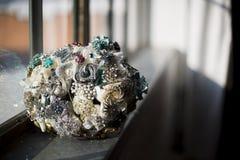 Weinlesebroschenschmuck-Hochzeitsblumenstrauß Stockfoto
