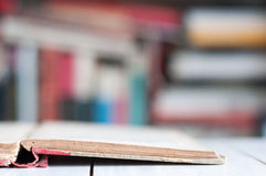 Weinlesebuch und -bibliothek Lizenzfreies Stockbild