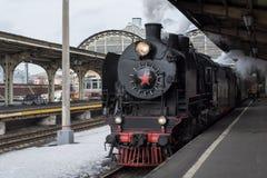 Weinlesedampfzug an der Station Dampf von der Dampfleitung lizenzfreie stockfotografie