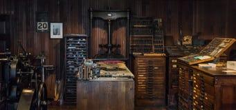 Weinlesedruck-Presseraum Stockbilder