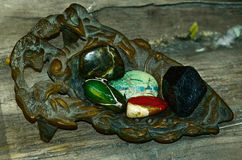 Weinleseeisenaschenbecher mit den natürlichen Mineralien eingestellt Stockbilder