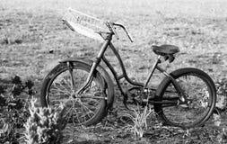 Weinlesefahrrad in Schwarzweiss Lizenzfreie Stockbilder