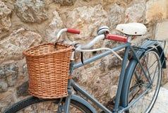 Weinlesefahrrad in Valldemossa stockbild