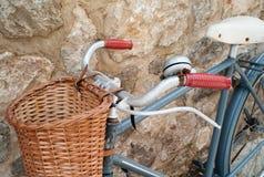 Weinlesefahrrad in Valldemossa lizenzfreie stockbilder