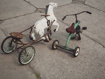 Weinlesefahrradspielwaren stockfotos