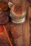 Weinlesefilter mit Schokoladenraspel Stockbild