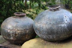 Weinleseflaschen Lehmflaschen Die alten Flaschen lizenzfreies stockbild