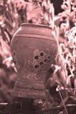 Weinlesefoto des alten ukrainischen Krugs Stockbilder