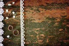 Weinlesefoto Hochzeitsblumenstrauß von Lilien Tal und Ring Stockbild