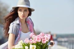 Weinlesefoto von Frauen eines Frühlinges lizenzfreies stockfoto