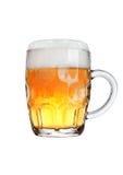 Weinleseglas Bier mit dem Schaum lokalisiert auf Weiß Lizenzfreies Stockfoto