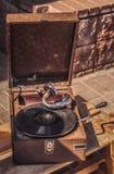 Weinlesegrammophon mit einer Platte Stockfotografie