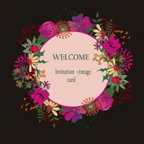 Weinlesegrußkarte mit Blumen auf Weinleseblumenhintergrund Lizenzfreie Stockbilder